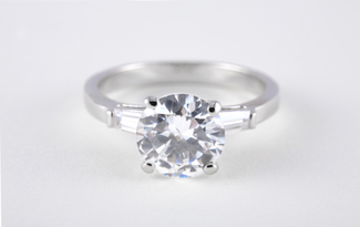 solitaire_diamond_ring_with_tapered_baguette_shoulders