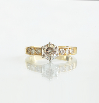 18_carat_gold_solitaire_diamond_ring