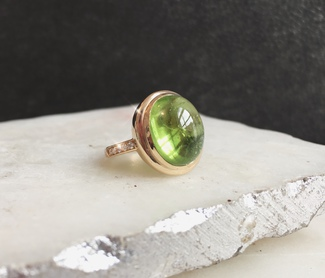 14_ct_gold_peridot_ring_with_diamonds